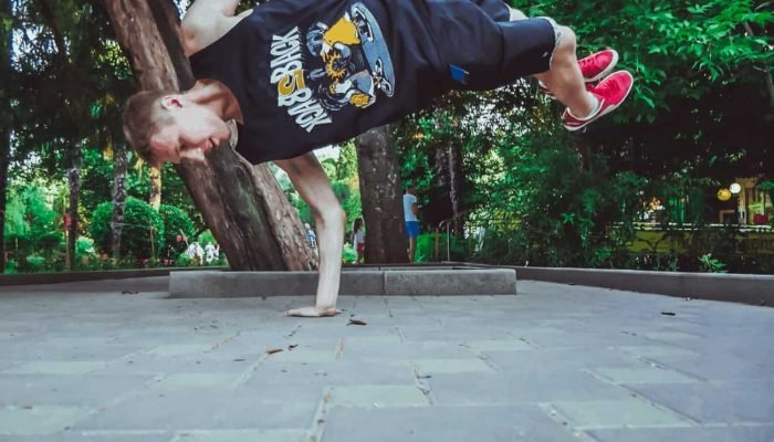 How many times did this B Boy fall before he nailed this power move?